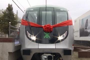 深圳市首列全自动驾驶地铁列车在中车长客下线